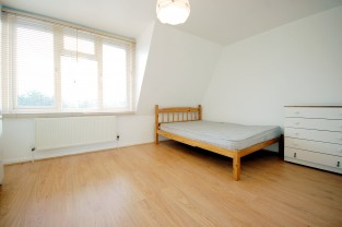 One Bedroom Flat to rent in High Road,