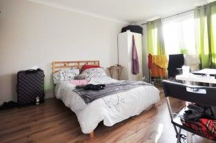 Three Bedroom Flat for sale in London